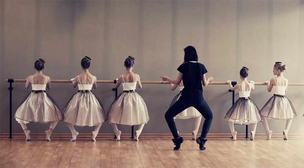 danseuses classique à la barre